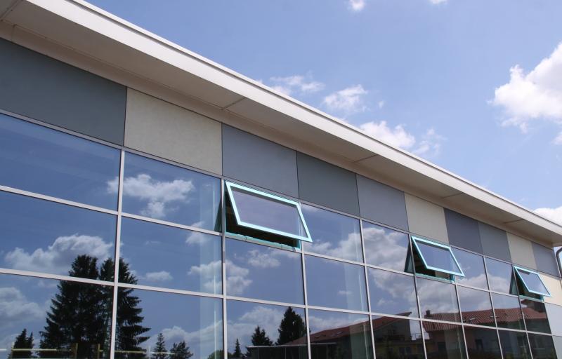 Glasreinigung an der Fassade