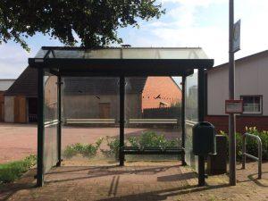 Glasreinigung der Bushaltestellen in Garrel