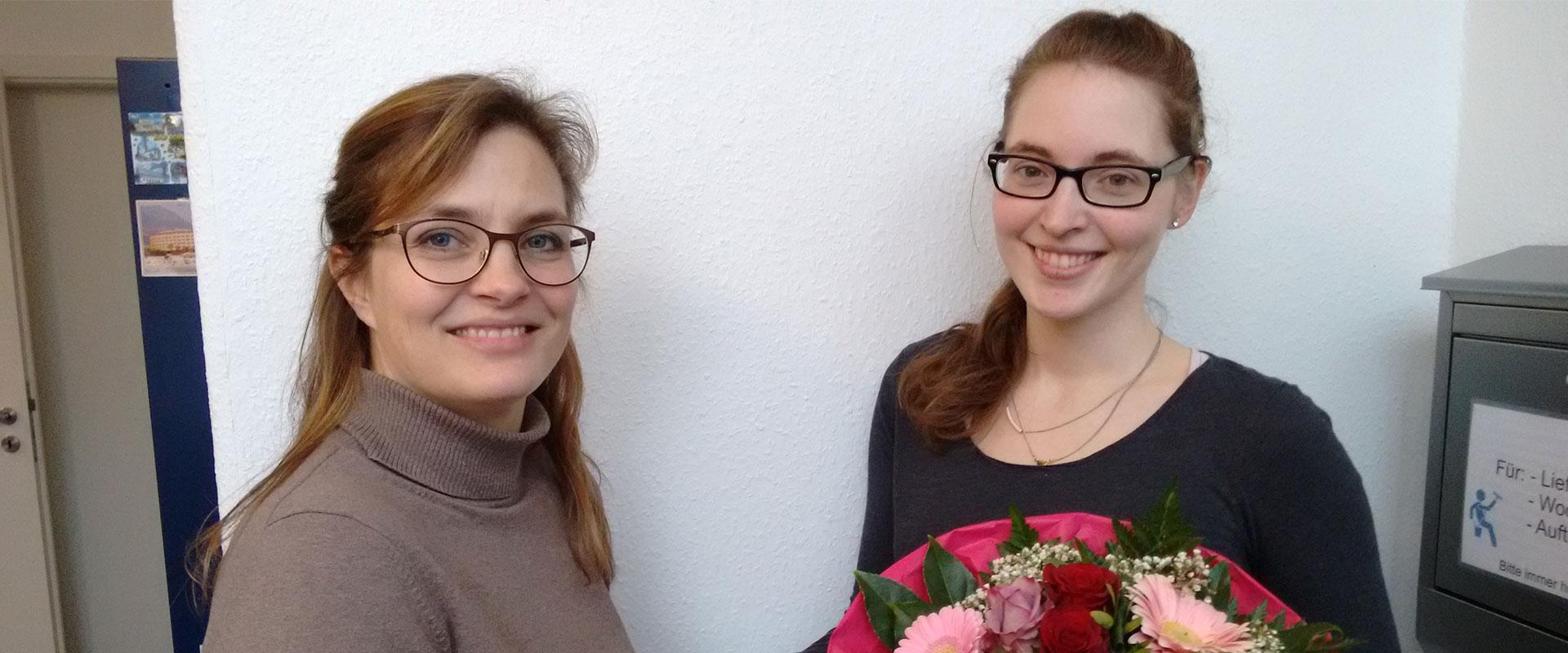 Almut Pohlabeln besteht ihre Ausbildung zur Kauffrau für Büromanagement mit Auszeichnung