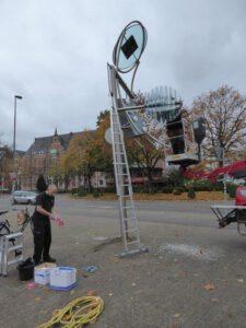 """Reinigung der Kunstuhr """"Zeit und Energie"""" in Oldenburg"""